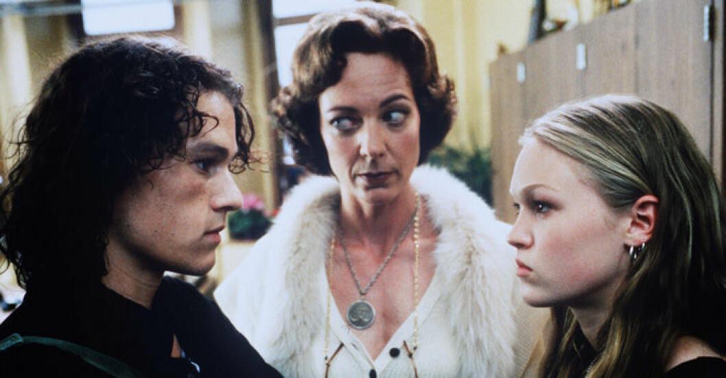 En bild på skådespelarna Heath Ledger och Julia Stiles i filmen 10 orsaker att hata dig.