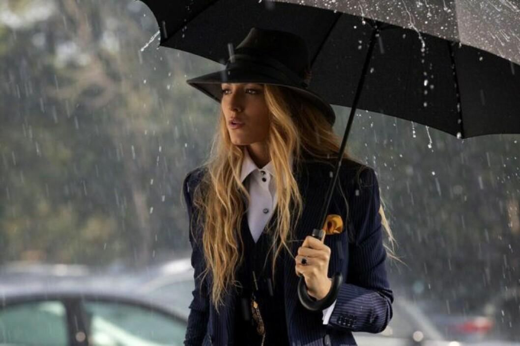 En bild på karaktären Emily i filmen A Simple Favour.