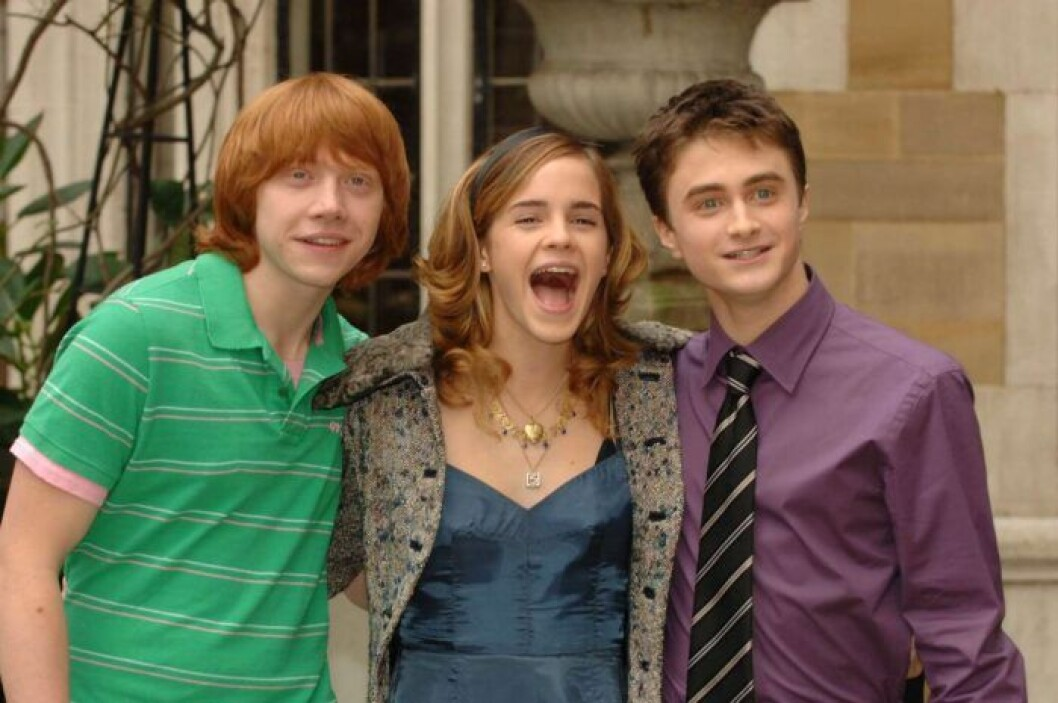 Rupert Grint, Emma Watson och Daniel Radcliffe från Harry Potter skrattar tillsammans.