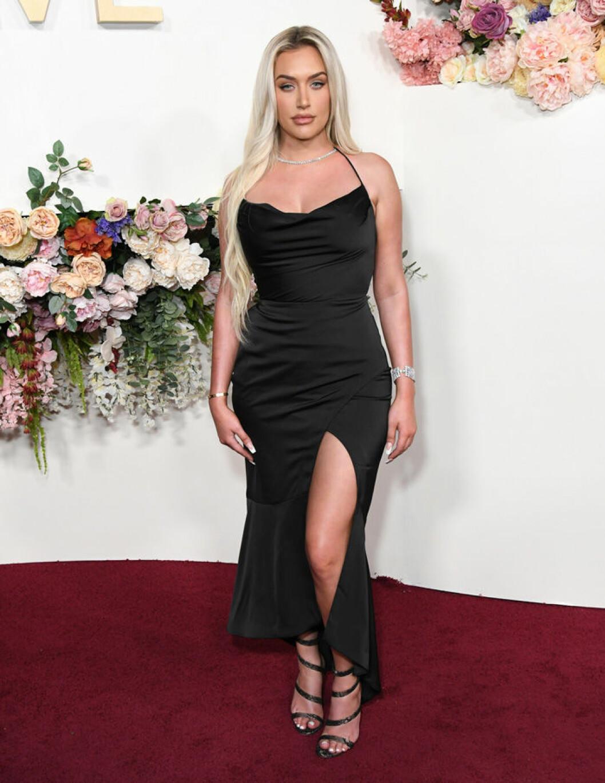 En bild på modellen och influencern Anastasia Karanikolaou.