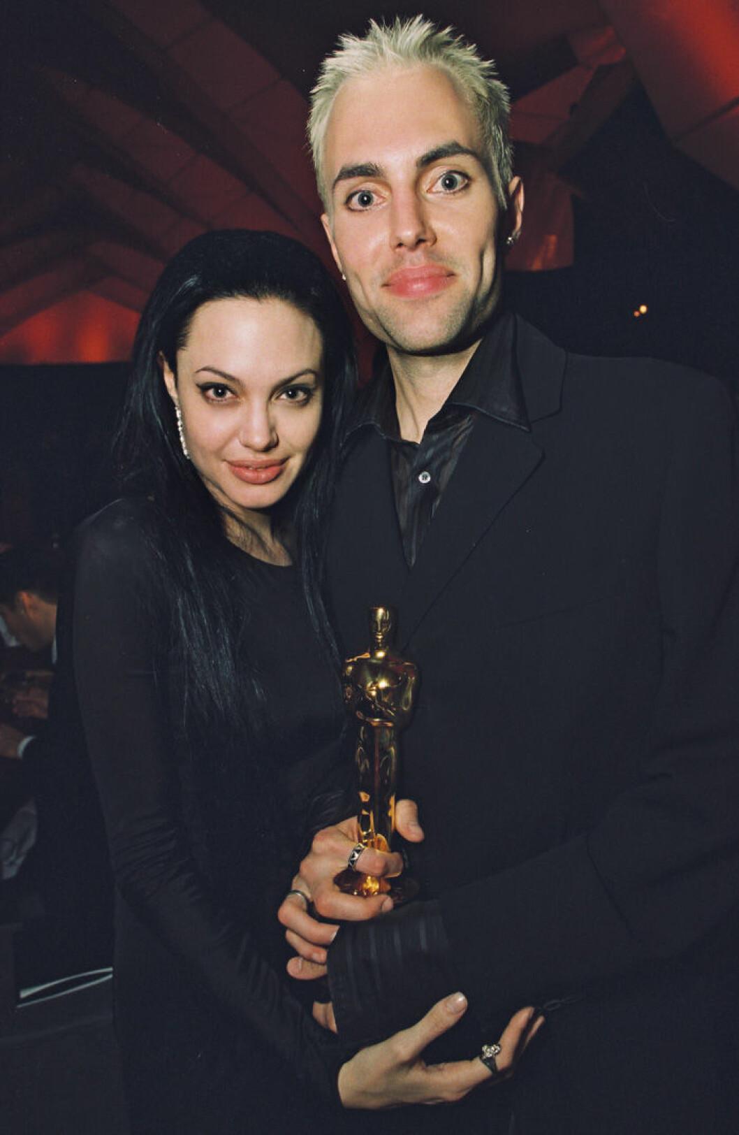 En bild på Angelina Jolie och James Haven på Oscarsgalan, 2000.