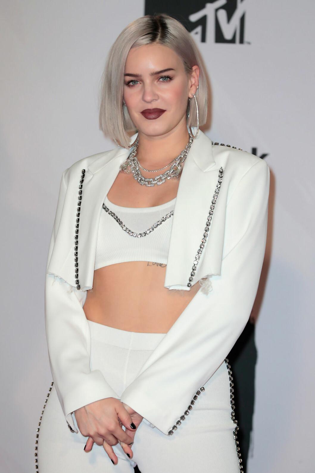 Anne-Maria på röda mattan under MTV EMA 2018.