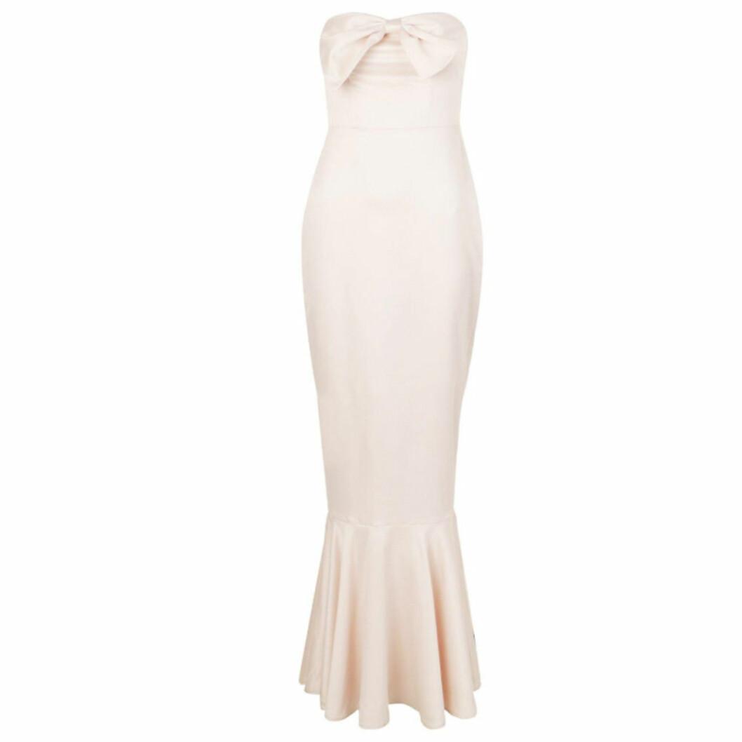 Ljusrosa axellös balklänning med rosett från Boohoo