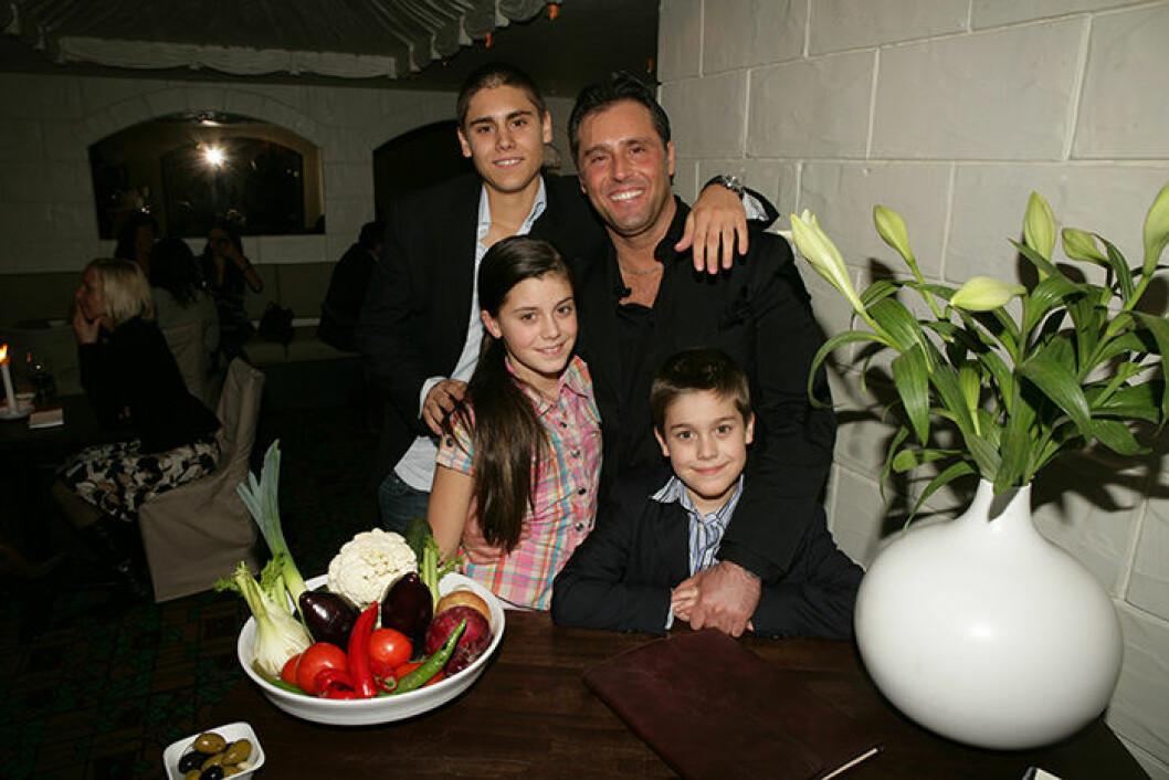 En bild på Bianca Ingrosso, Benjamin Ingrosso, Oliver Ingrosso och Emilio Ingrosso 2006.