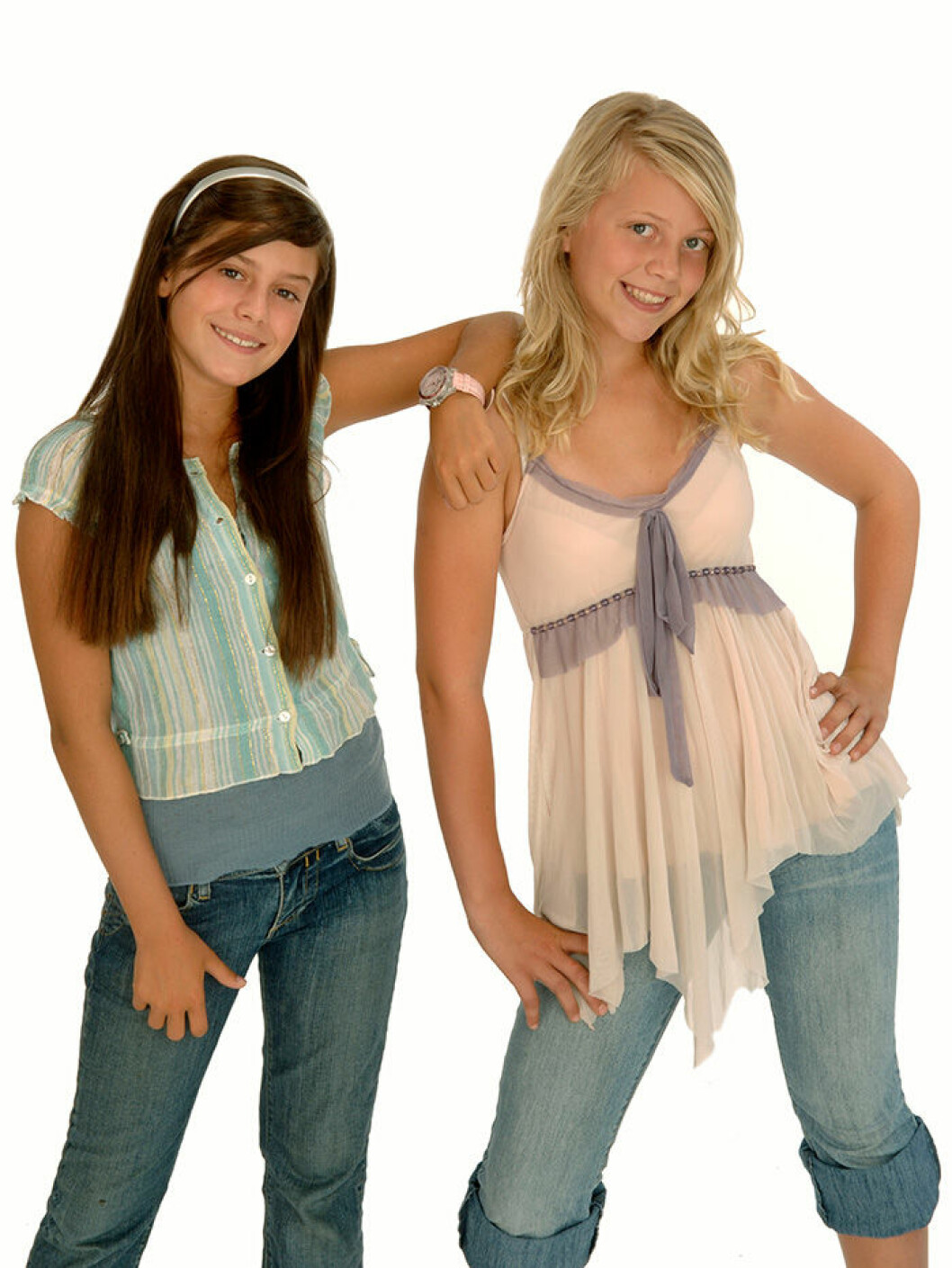 En bild på Bianca Ingrosso och Malin Eriksson i Junior Eurovision Contest.