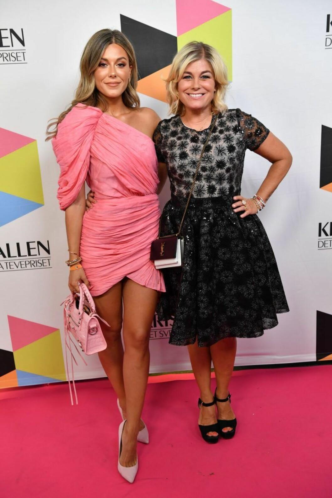 Bianca Ingrosso och Pernilla Wahlgren på röda mattan på Kristallen 2019