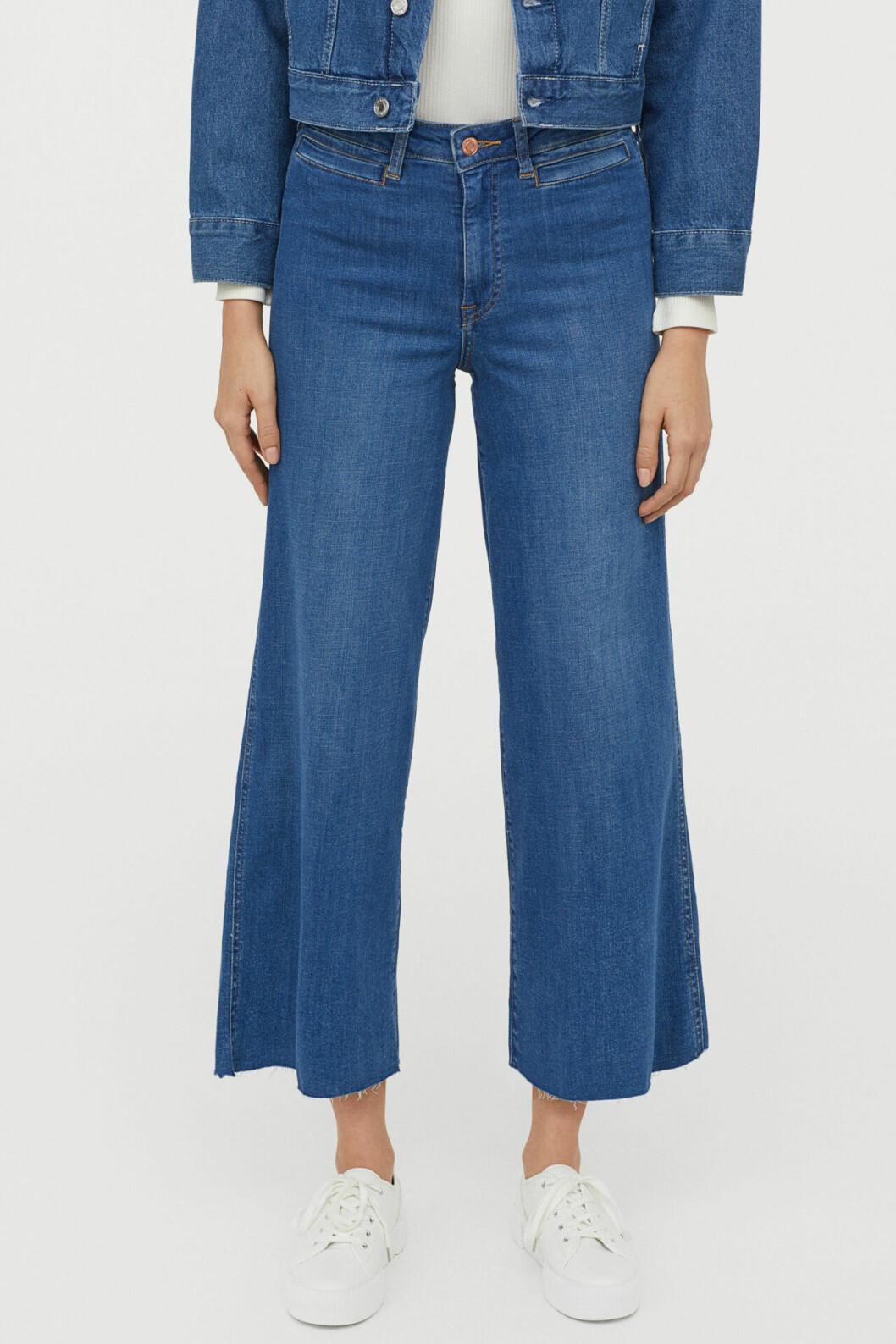 Blå jeans med vida ben
