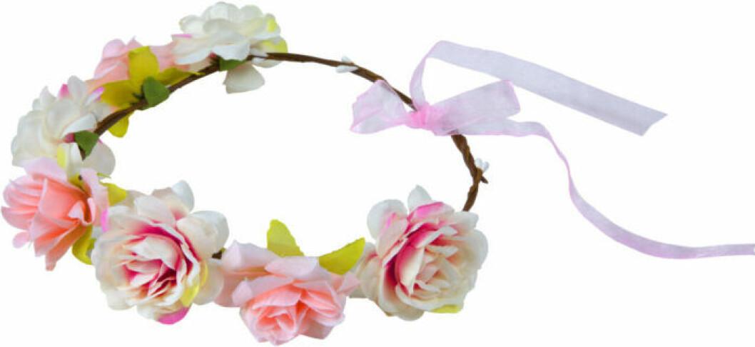 Blomkrans med rosa blommor i tyg från Lyko