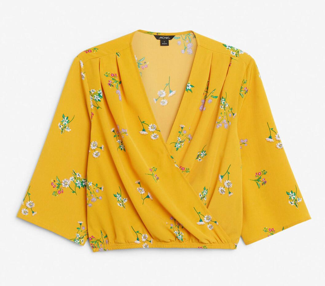 blommig blus i gult för dam till 2019