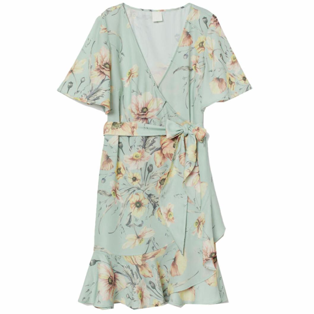 Blå blommig klänning blå