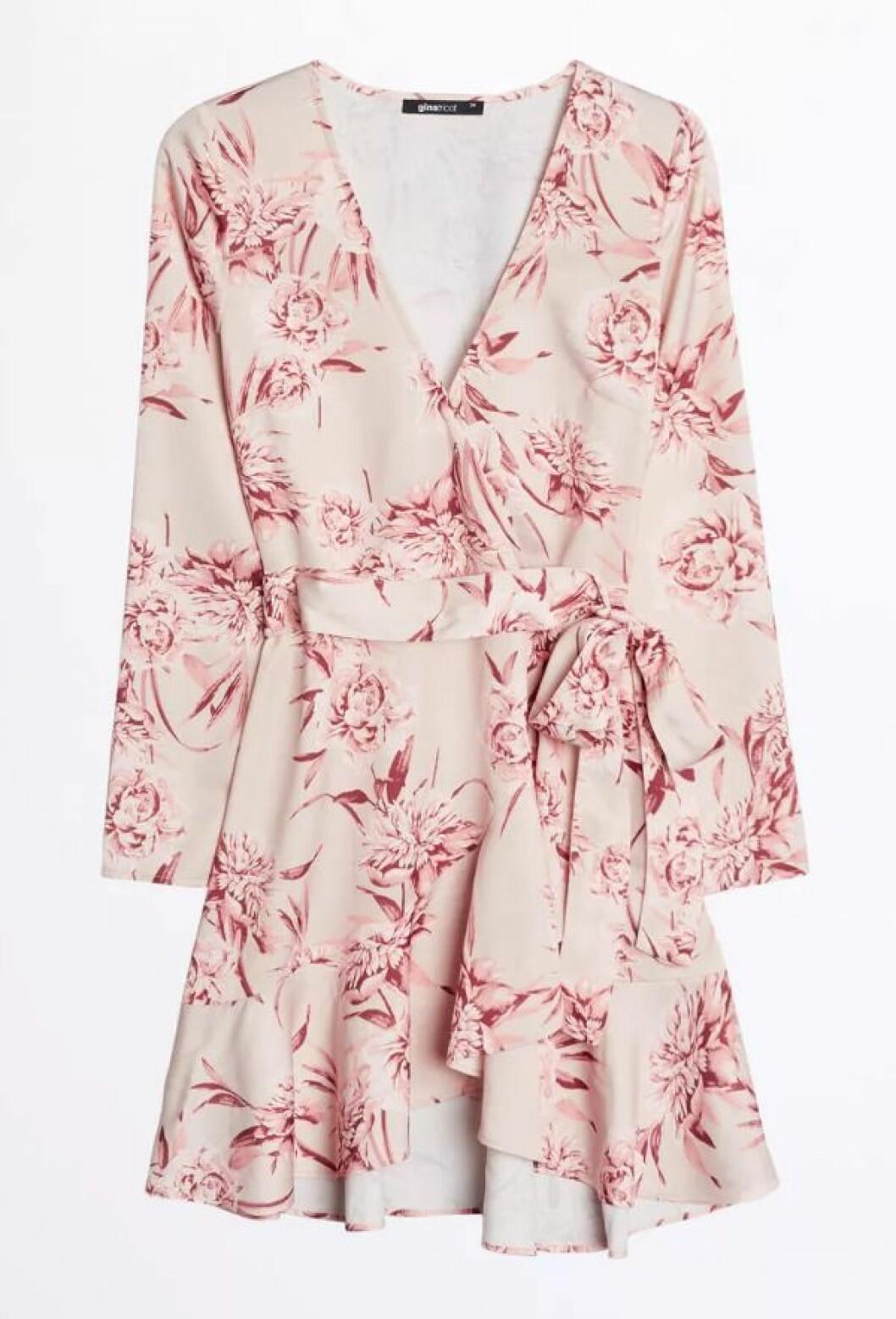 Blommig klänning till skolavslutningen 2019