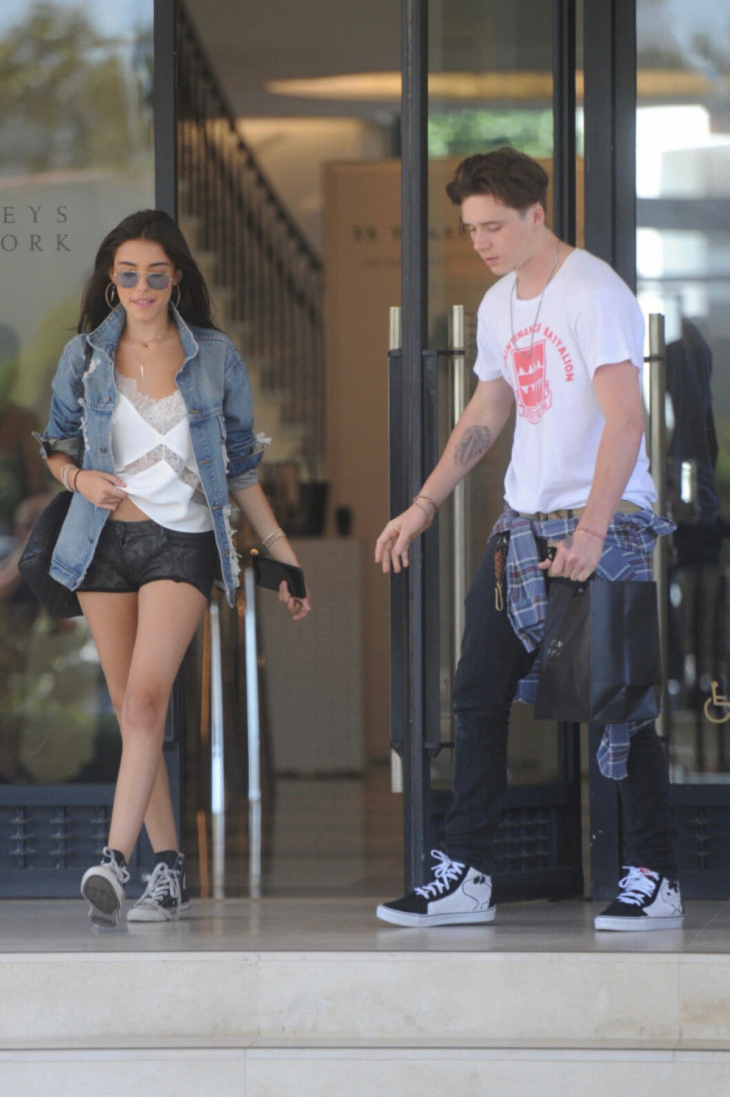 Brooklyn-Beckham-Madison-Beer-shopping