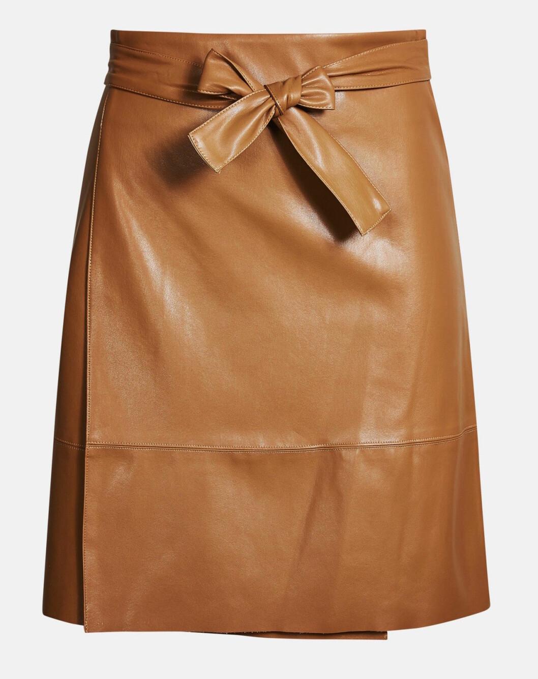 Brun kjol i konstläder