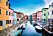 Burano utanför Venedig i Italien är färgglatt och vackert