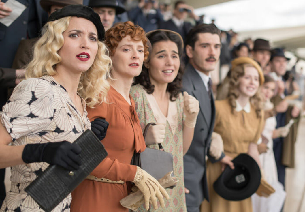 En bild från tv-serien Cable Girls på Netflix.