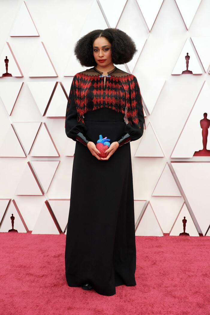 Celeste Waite på röda mattan på Oscarsgalan 2021