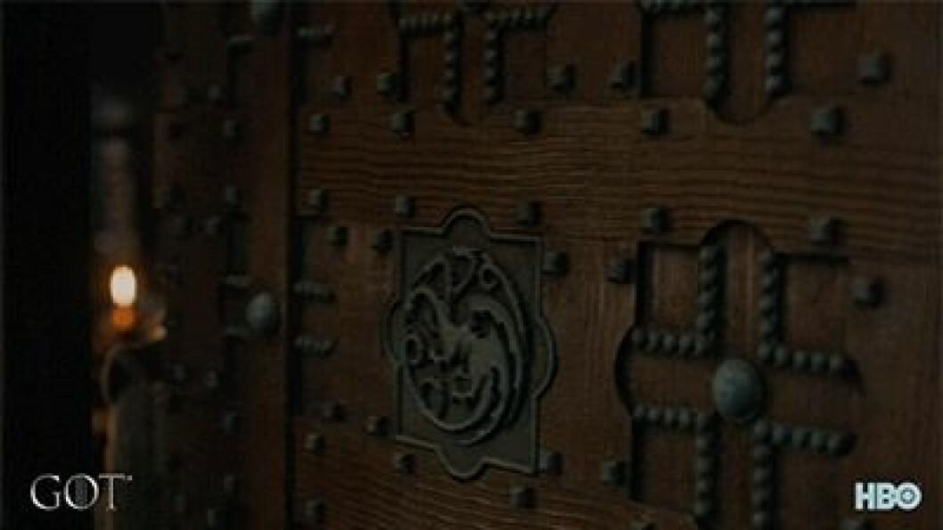 En bild på karaktärerna Daenerys Targaryen och Jon Snow från tv-serien Game of Thrones.
