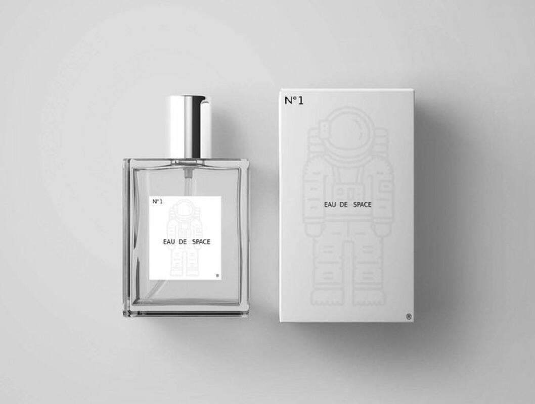 Parfymen Eau de Space i glasflaska med kartong.
