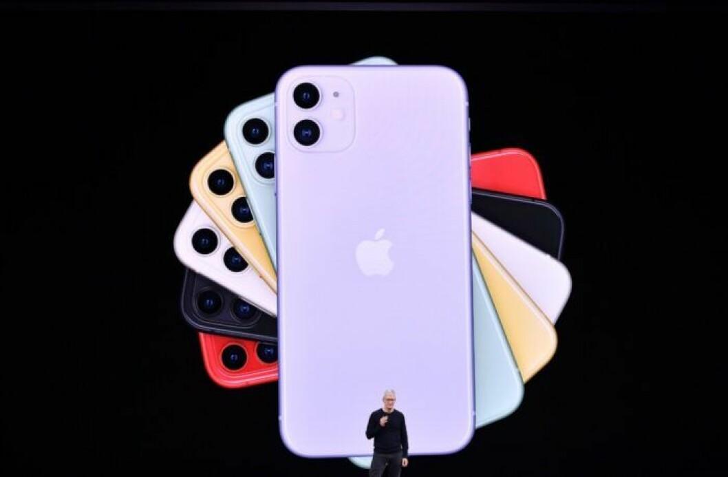 En bild på Apples VD Tim Cook under presentationen av Iphone 11.