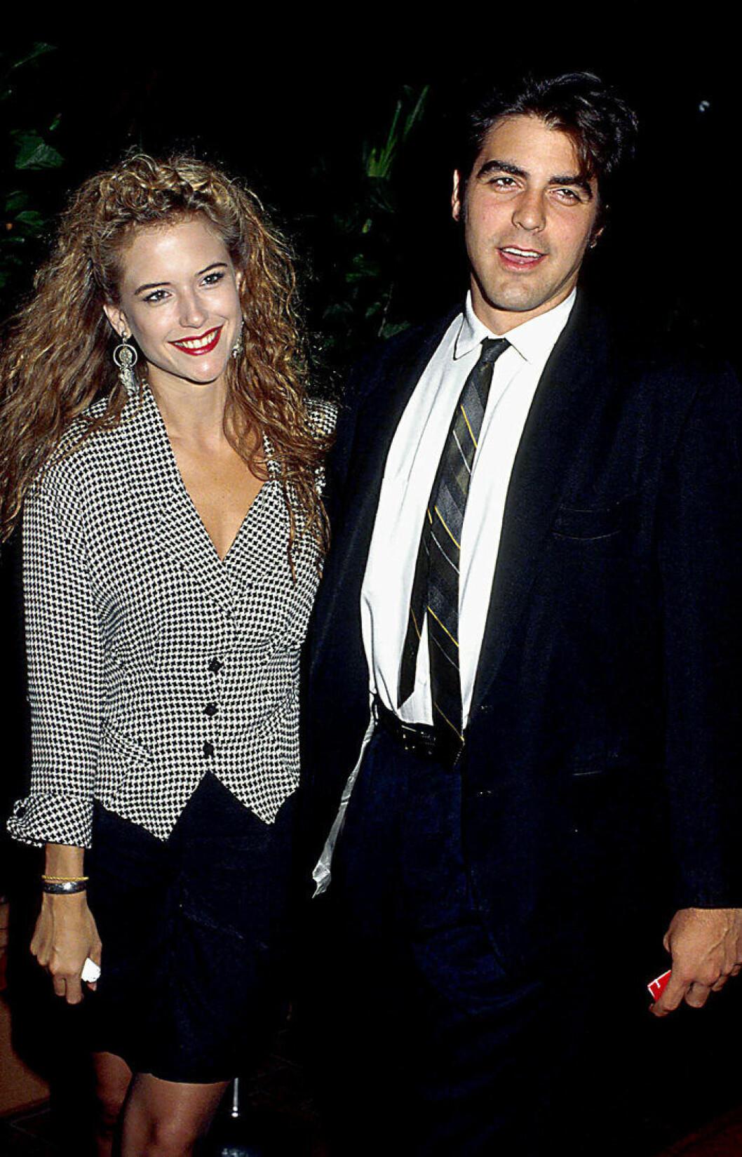 En bild på skådespelaren George Cloonet och Kelly Preston 1988.