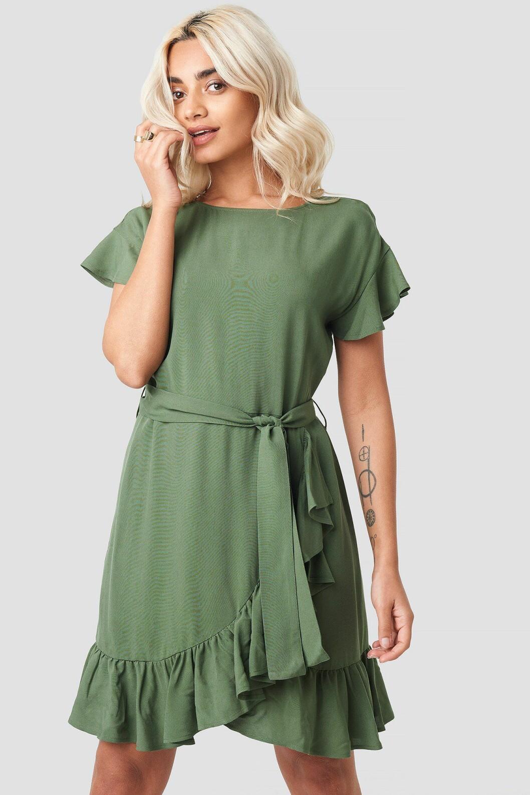 Grön klänning med volanger till skolavslutningen 2019