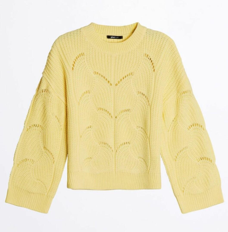 Gul stickad tröja till våren 2019