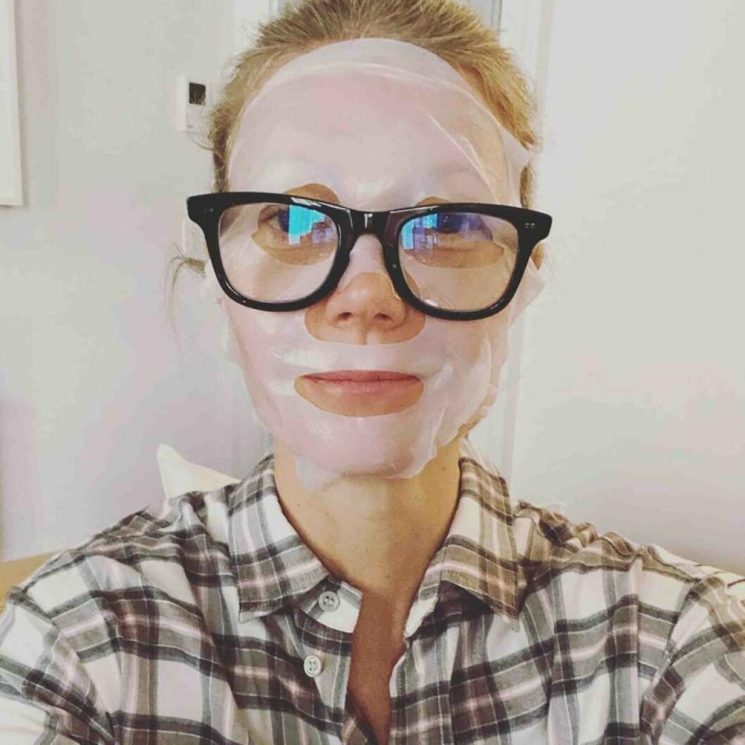 Gwyneth Palthrow i ansiktsmask och glasögon