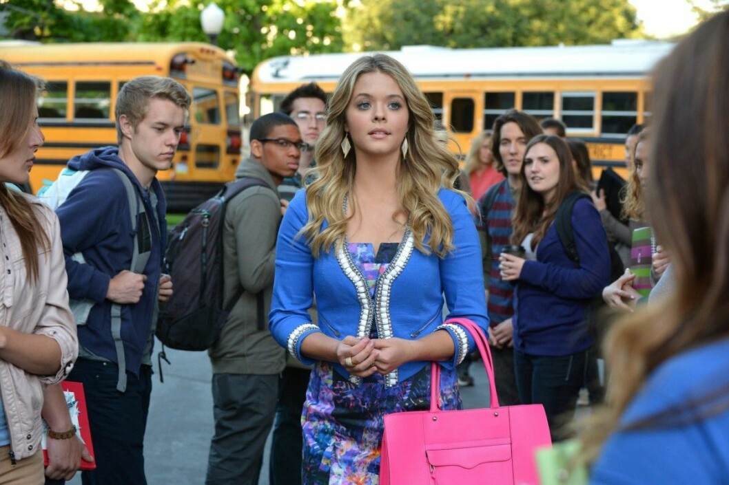 PRETTY LITTLE LIARS, Sasha Pieterse (center), 'Miss Me x 100', (Season 5, ep. 505, aired July 8,