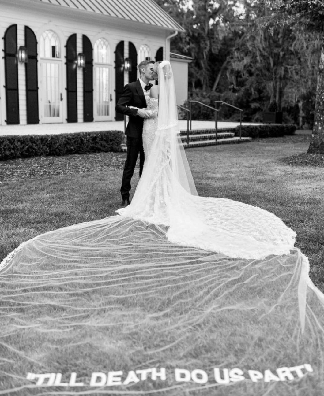 Hailey Biebers bröllopsklänning och slöja