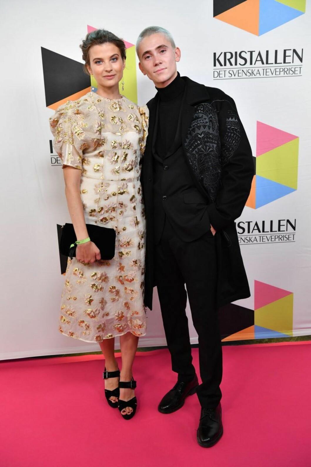 Hanna Ardéhn och Felix Sandman på röda mattan på Kristallen 2019