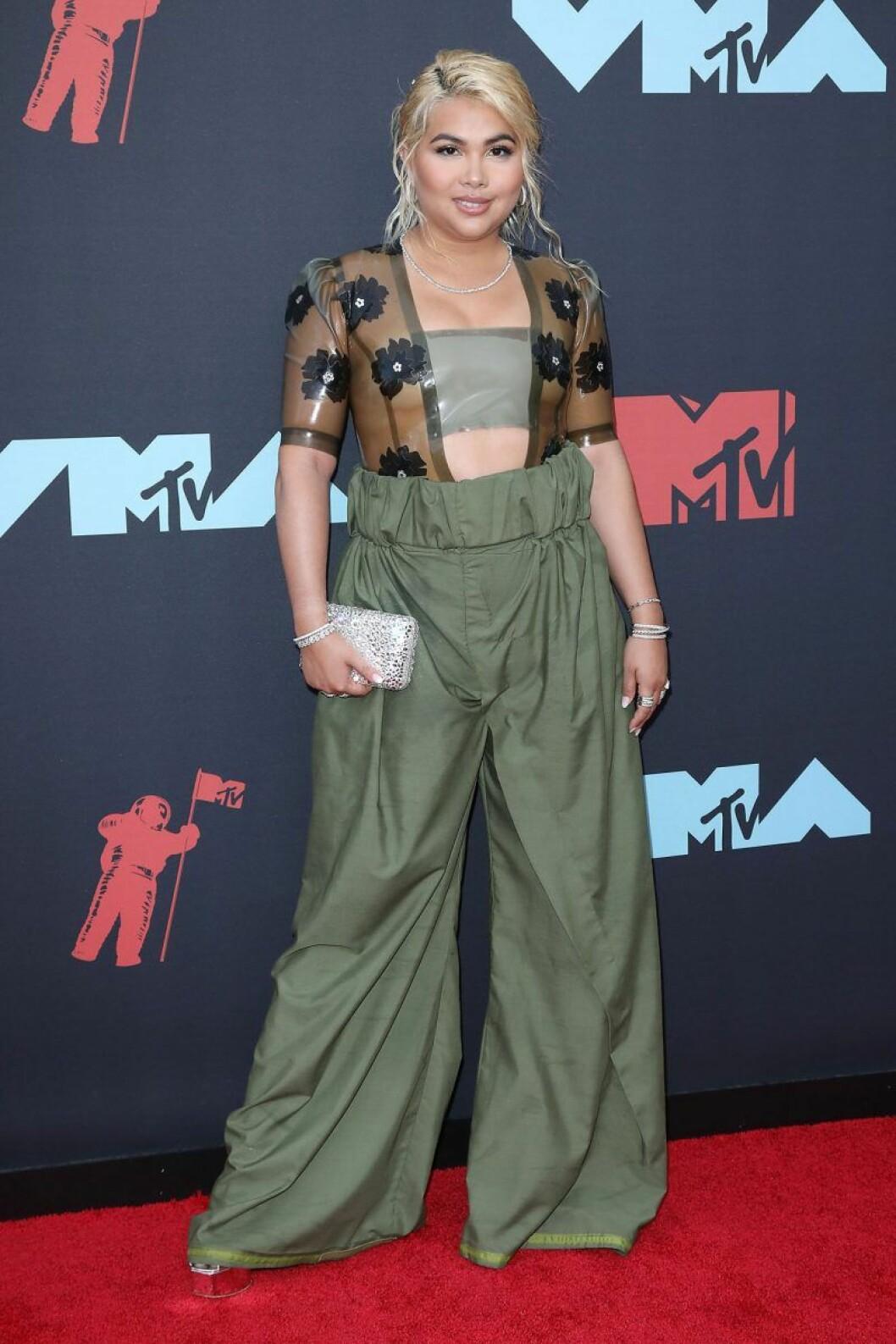 Hayley Kiyoko på röda mattan på VMA 2019