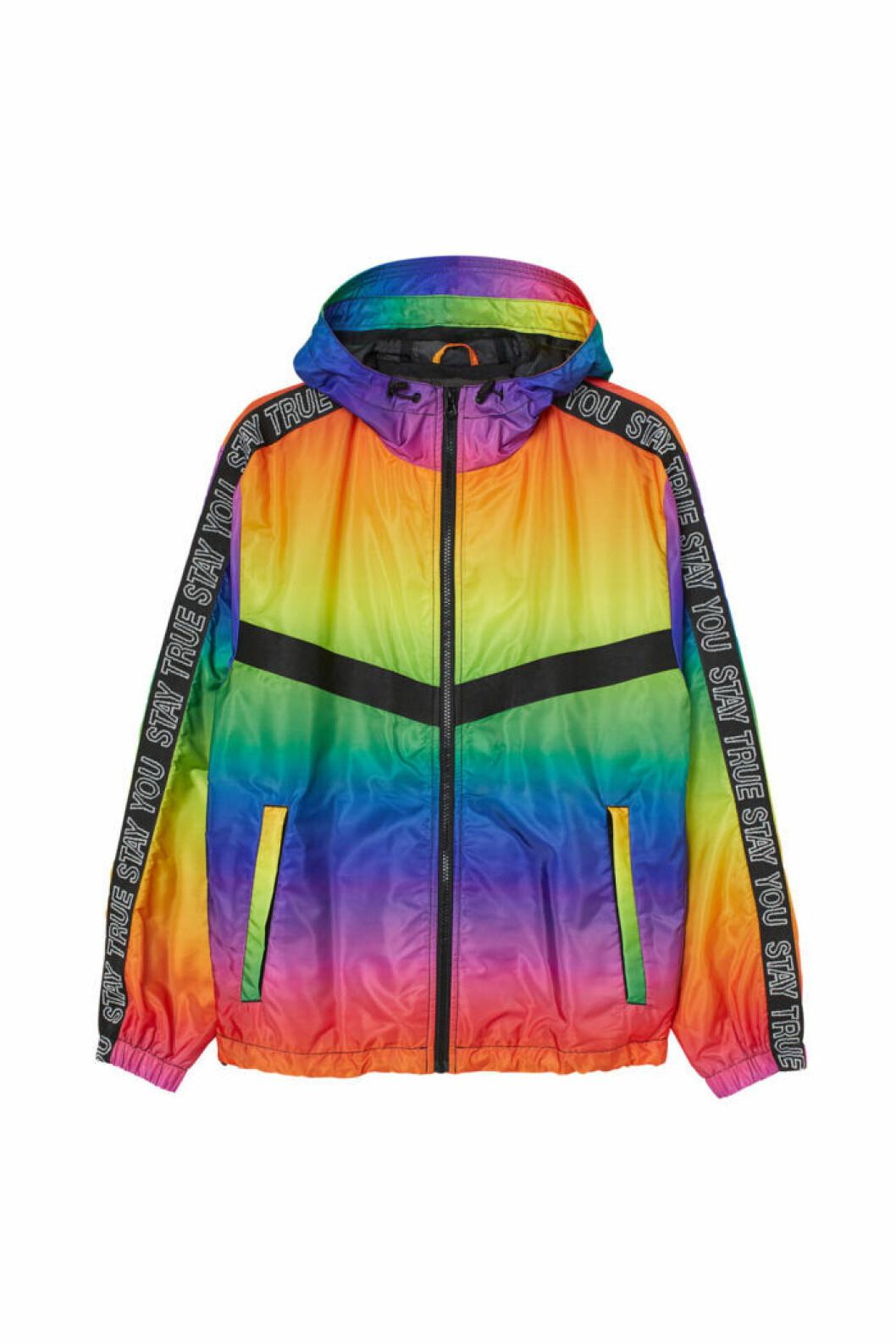 H&M släpper Pridekollektion för 2019 – regnbågsfärgad jacka med luva