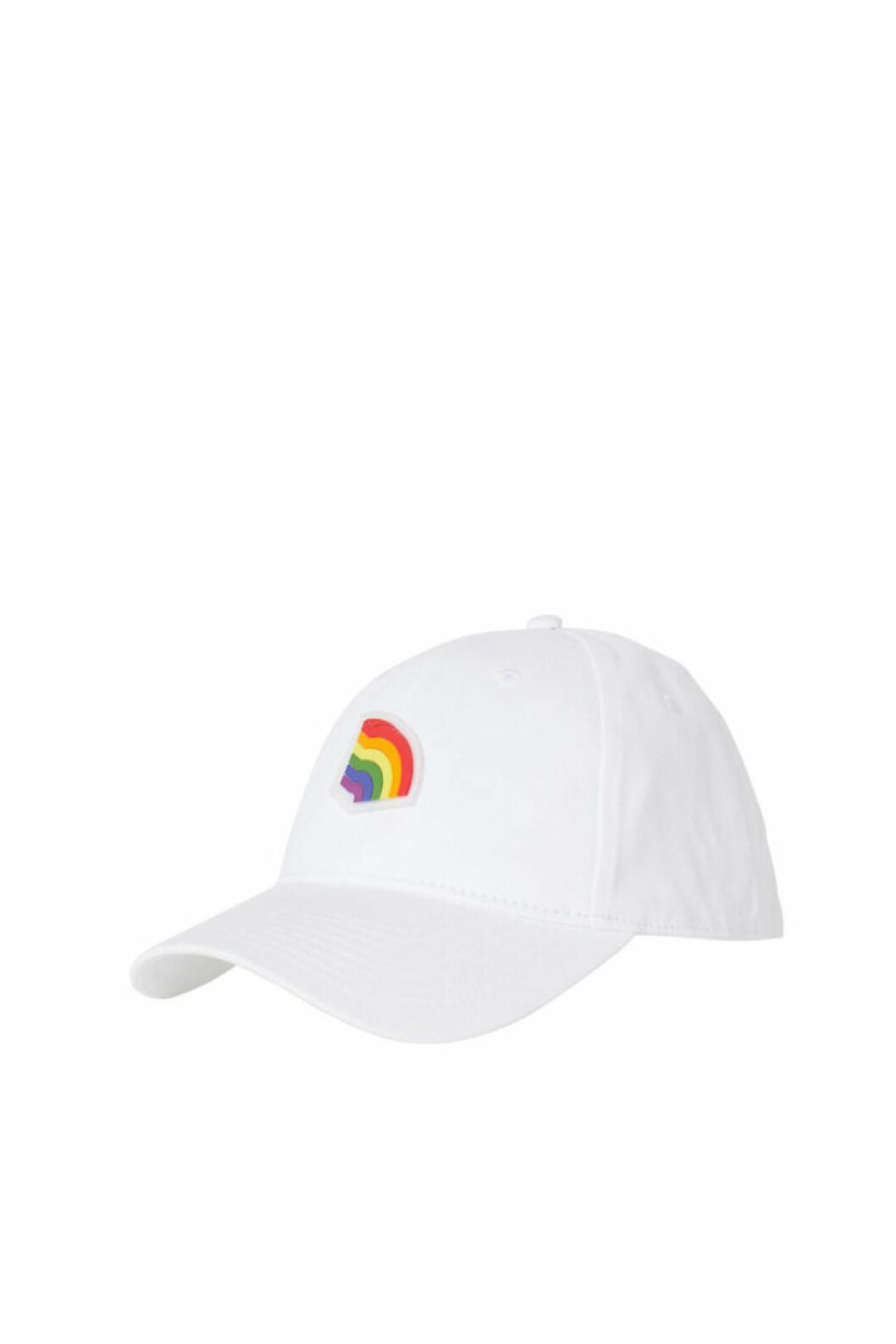 H&M släpper Pridekollektion för 2019 – vit keps