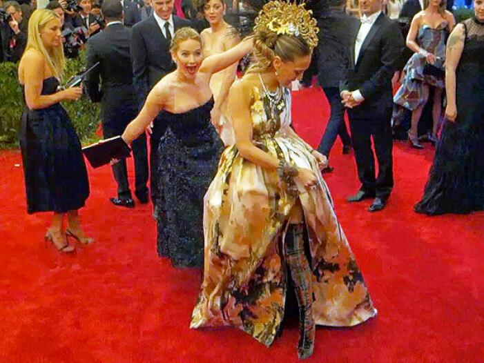Jennifer Lawrence photobombar Sarah Jessica Parker