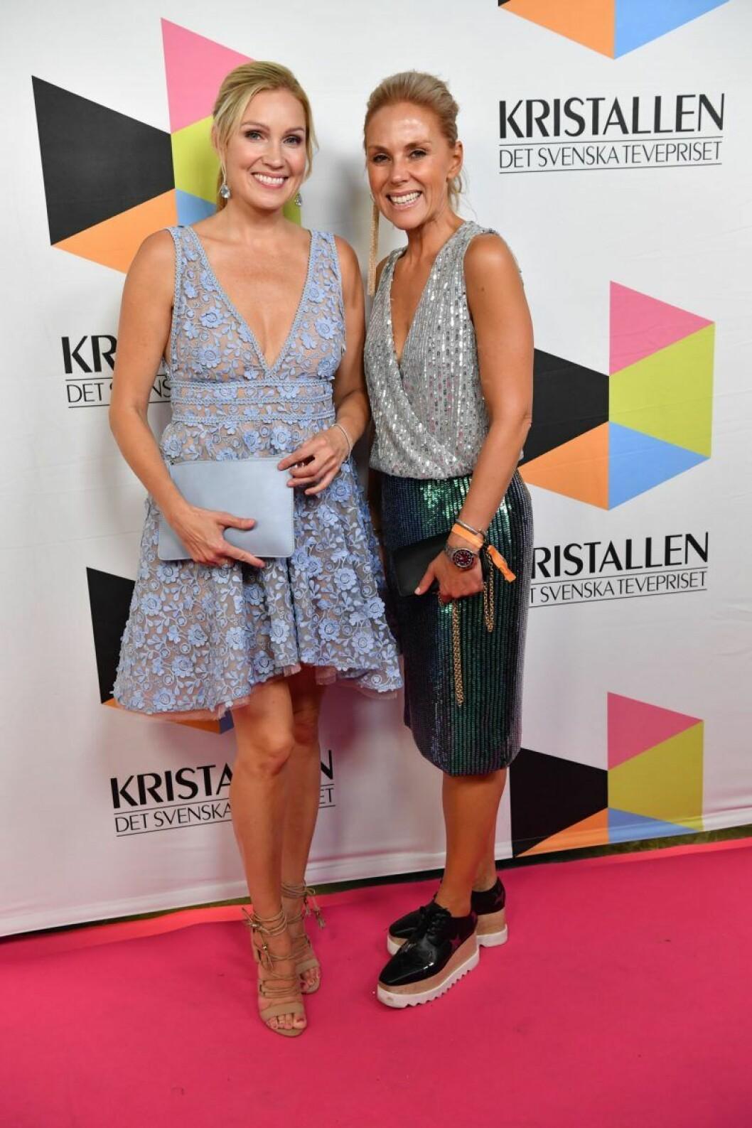 Jessica Almenäs med sällskap på röda mattan på Kristallen 2019