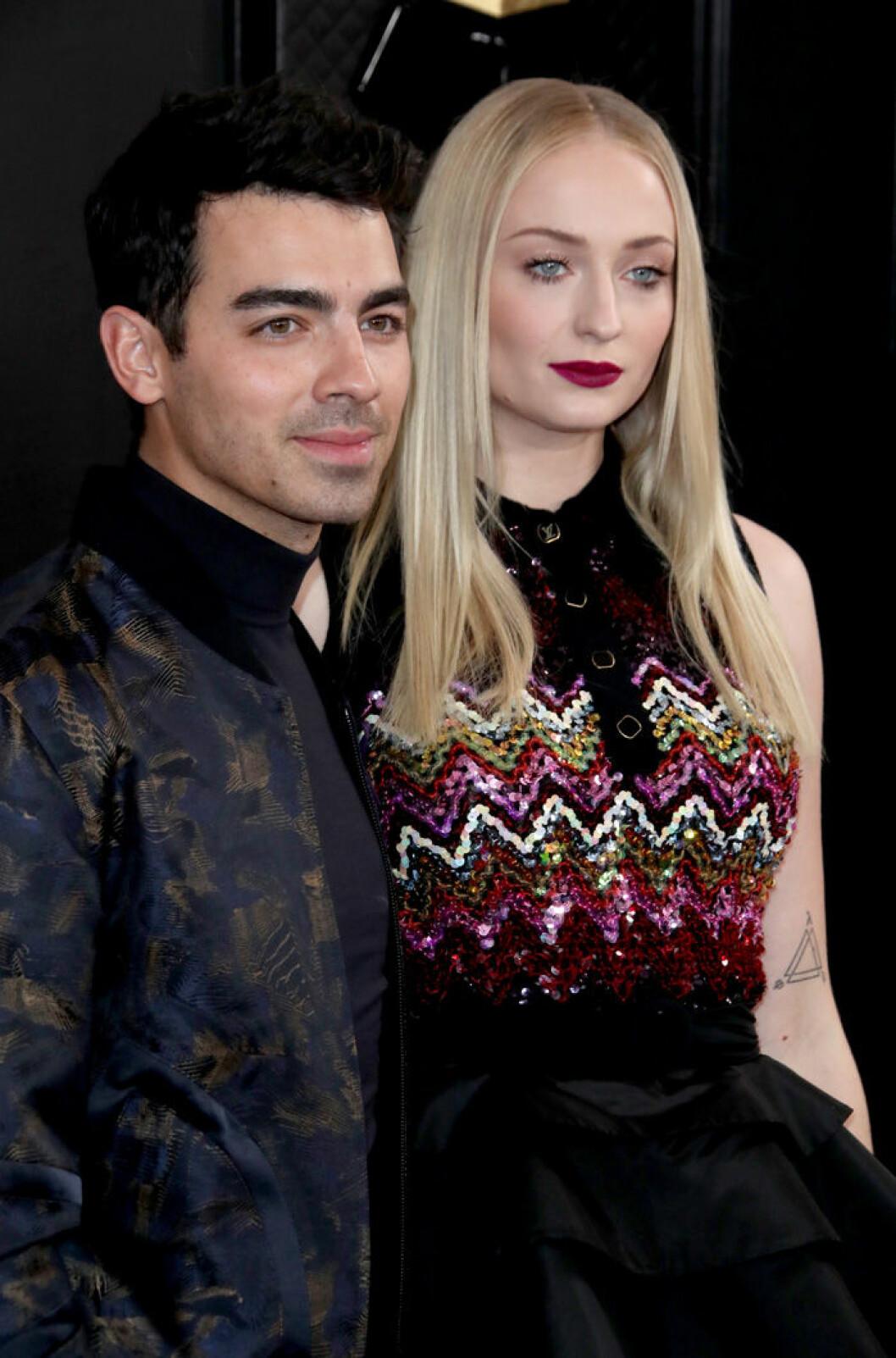 En bild på Sophie Turner och Joe Jonas på Grammy Awards, 2020.