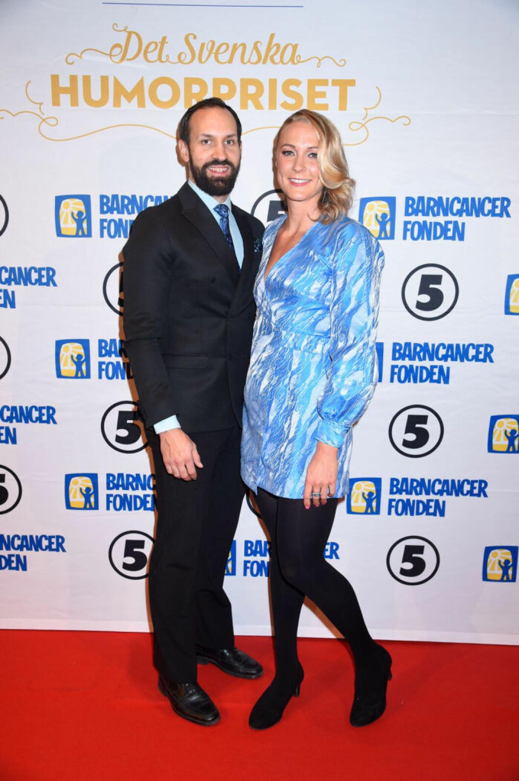 Johan de Jong Skierus och Sarah Sjöström på röda mattan på Barncancergalan 2019