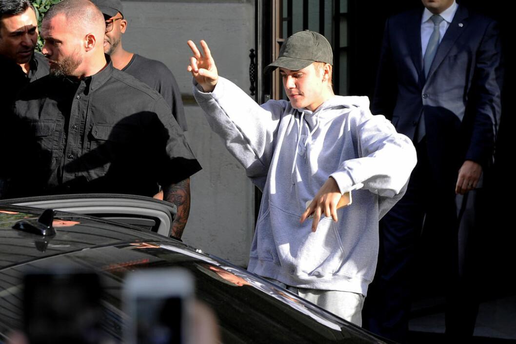 Justin Bieber skippade fest och gick på gudstjänst istället.
