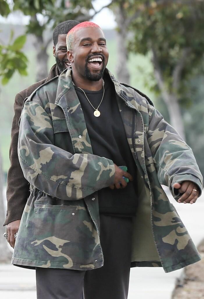 kanye west skrattar och ler
