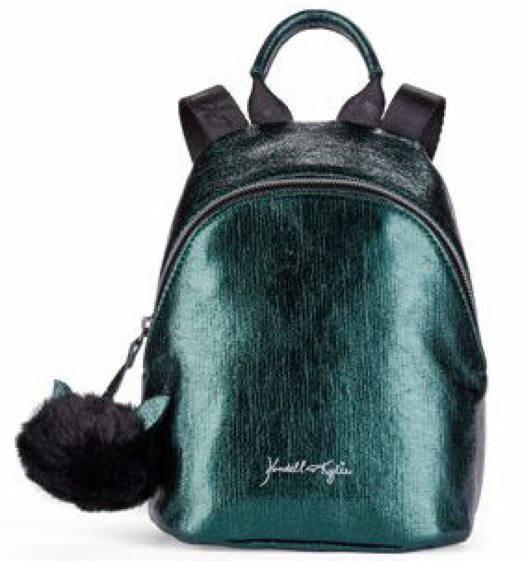 En bild på en liten ryggsäck i grön metallic från Kendall och Kylie Jenners väskkollektion för Walmart.