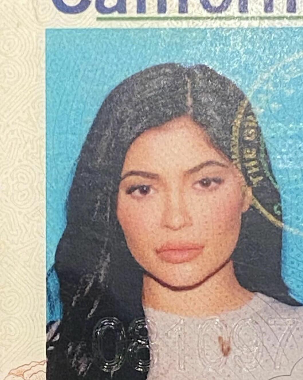 Kylie Jenner pass