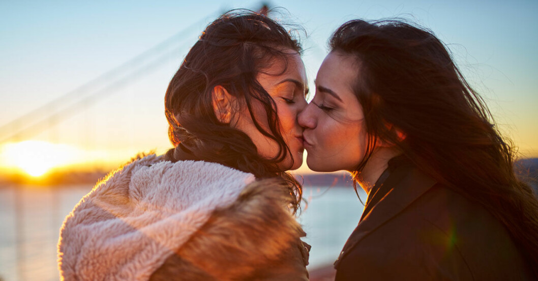 Därför blundar du när du kysser