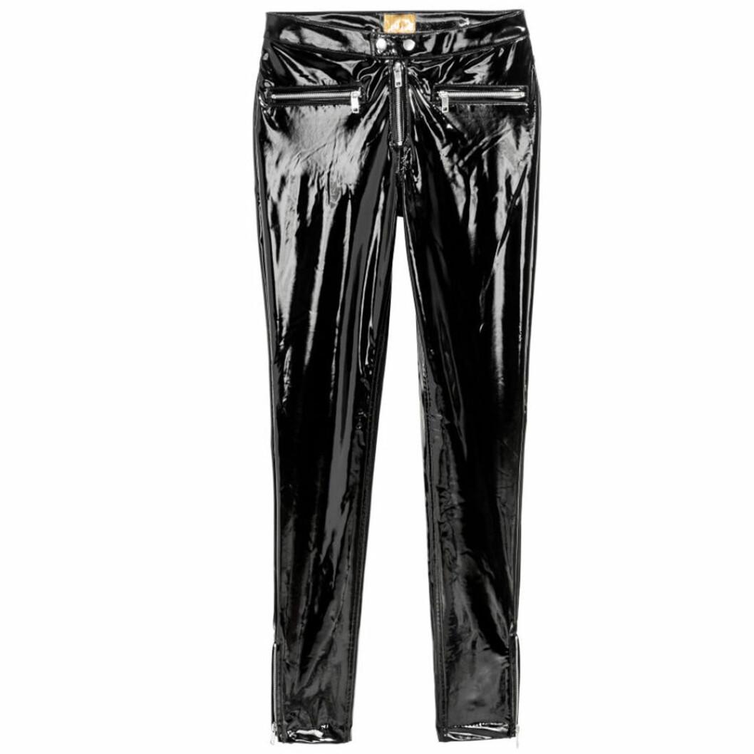 Svarta lackbyxor från H&M med dragkedjor i framfickorna