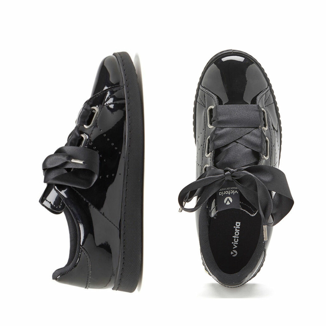 Svarta lack skor med rosett detalj