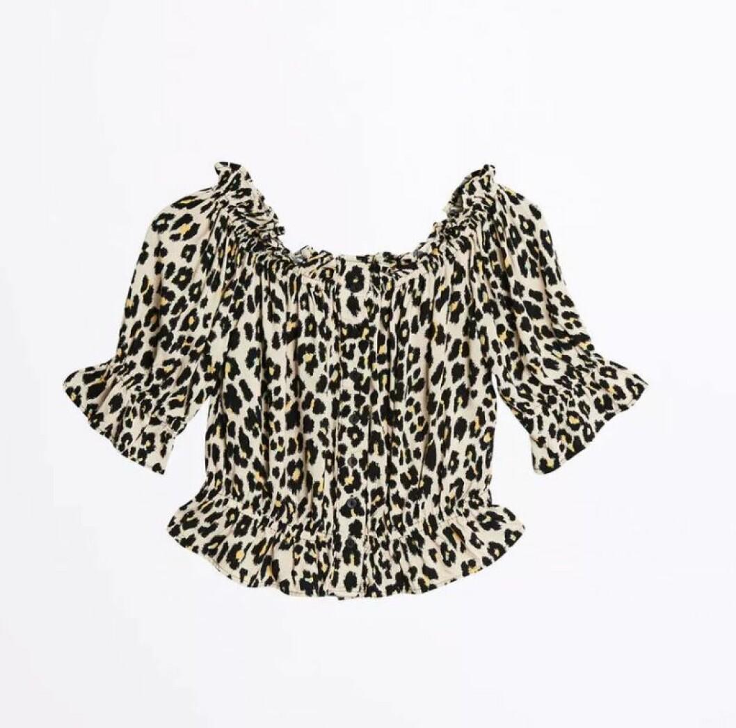 Leopardmönstrad blus från Ginatricot