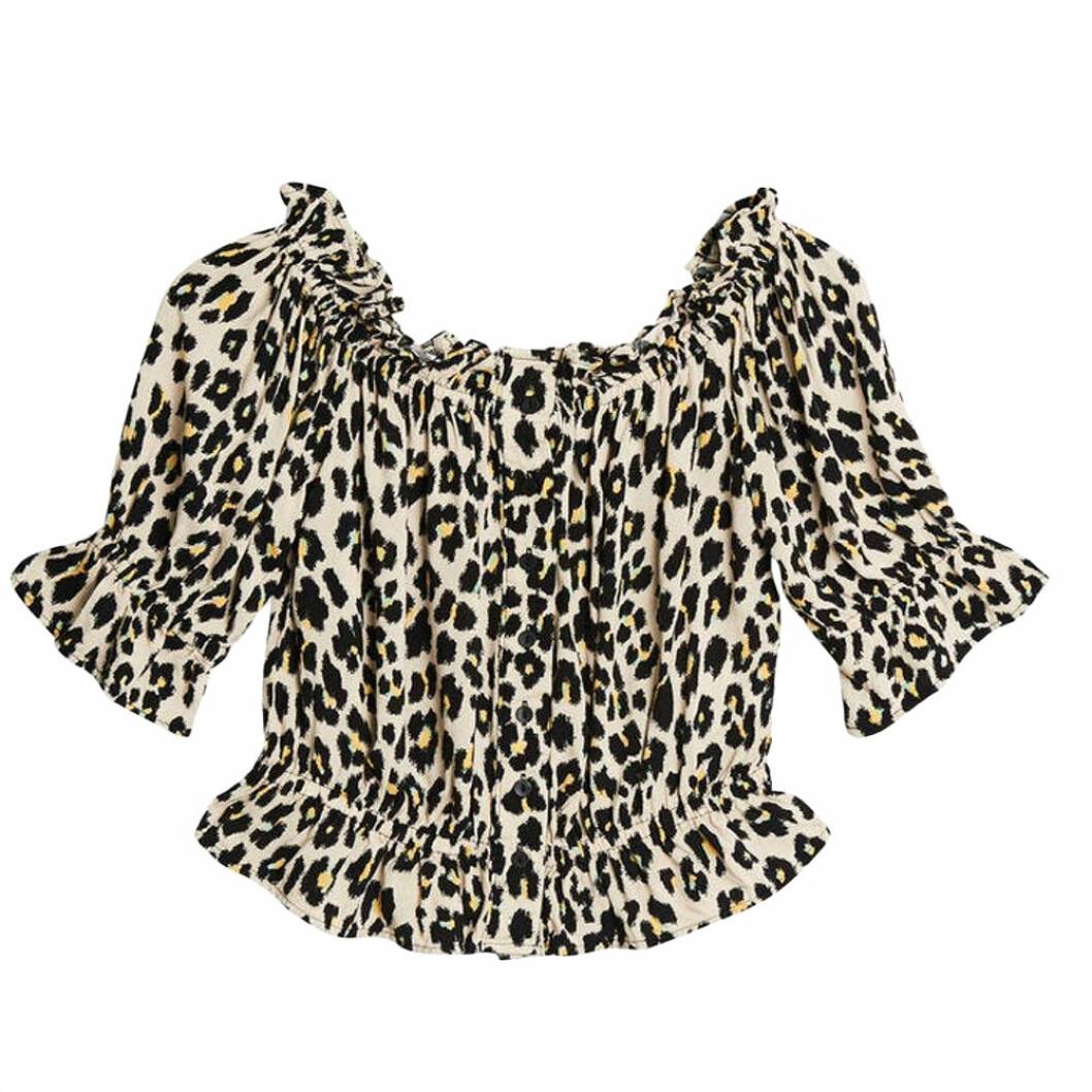 Leopard off shoulder