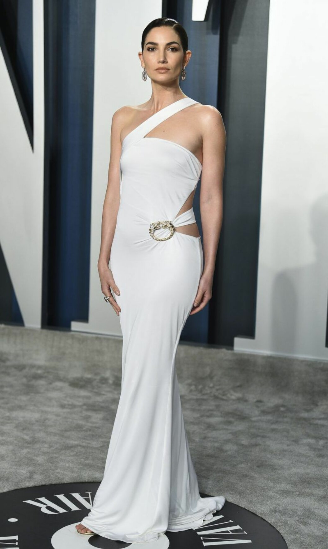 Lily Aldridge i vit klänning