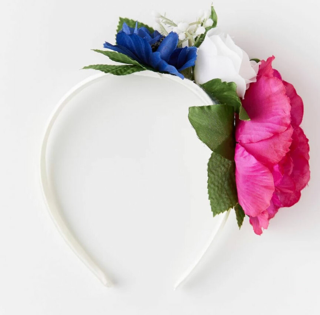 Diadem med blommor på sidan