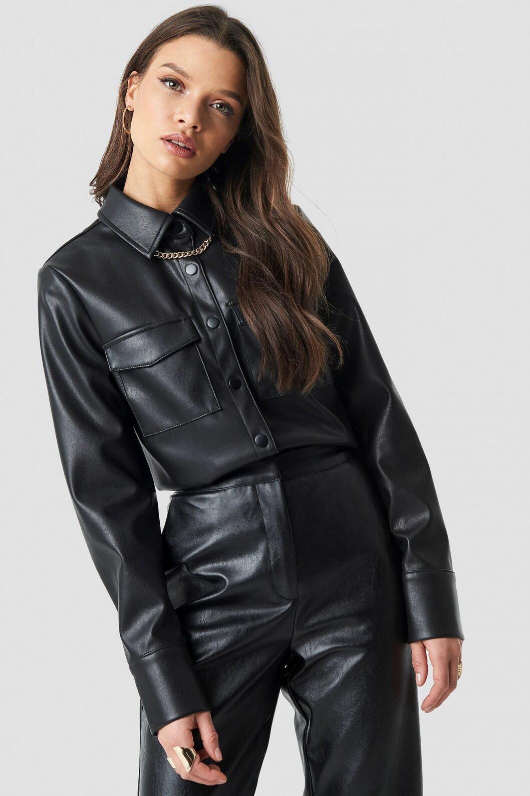 Linn Ahlborg Na-kd svart skjorta