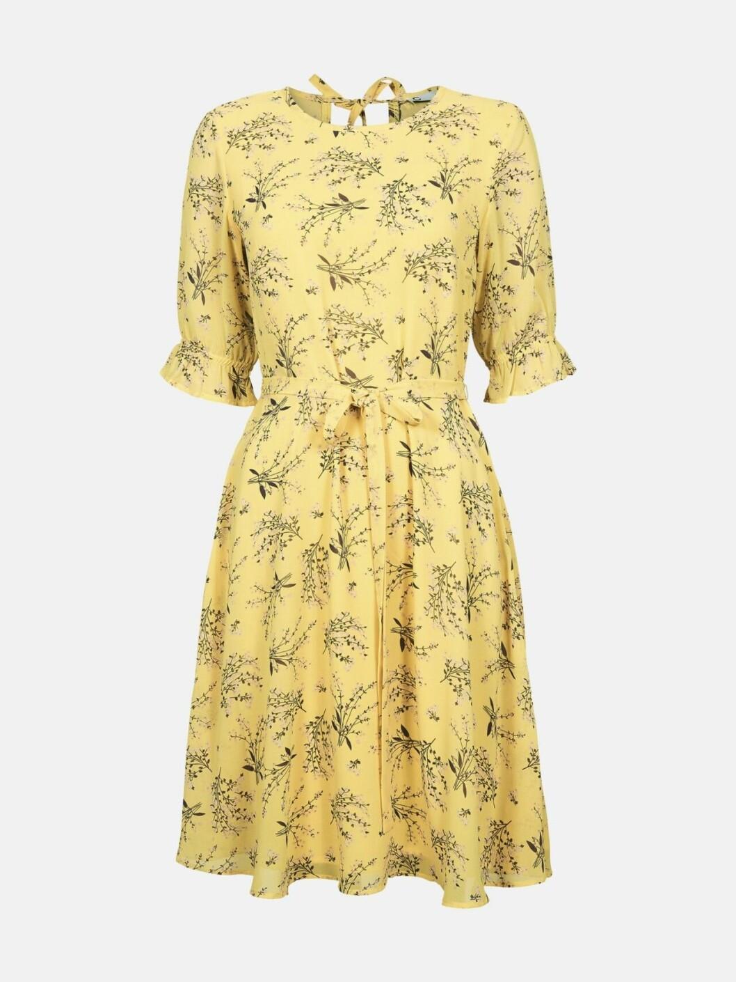 Ljusgul klänning till skolavslutningen 2019